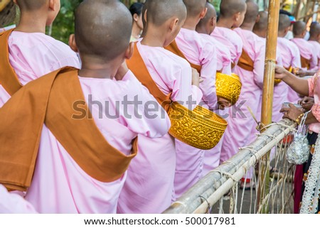Sangkla Buri , Kanchanaburi, THAILAND - October 16, 2016 : Girls monks are given food offering from people for End of Buddhist Lent Day