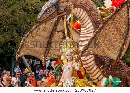 "SANTA CRUZ DE TENERIFE, SPAIN - FEBRUARY 18: Queens of the Carnival during the ""Coso"" or ""Final Parade"" on February 18, 2015 in Tenerife (Canary Islands) Spain."