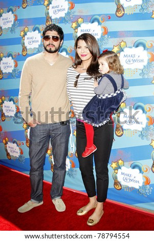 SANTA MONICA - MAR 14: Ali Landry, daughter Estela Ines, husband Alejandro Gomez Mon at the Kevin + Steffiana James + Make-A-Wish Foundation Host A Day of Fun in Santa Monica, CA on March 14, 2010.