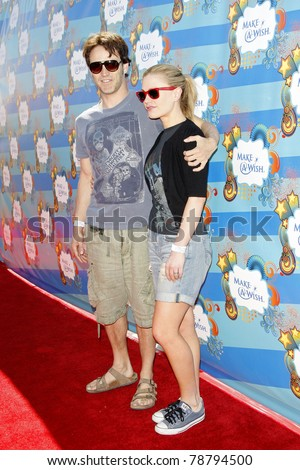 SANTA MONICA - MAR 14: Stephen Moyer and Anna Paquin at the Kevin + Steffiana James + Make-A-Wish Foundation Host A Day of Fun at the Santa Monica Pier in Santa Monica, California on March 14, 2010.