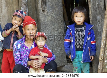 SAPA, VIETNAM - OCT 25: Unidentified woman from the Red Dao Ethnic Minority People with her children on October 25, 2014 in Sapa, Vietnam. Red Dao Minority are the 9th largest ethnic group in Vietnam - stock photo