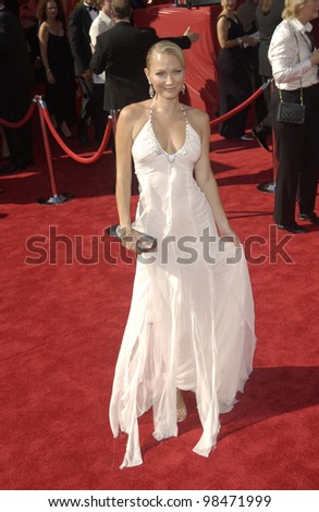 SARAH WYNTER at the 55th Annual Primetime Emmy Awards in Los Angeles. Sept 21, 2003  Paul Smith / Featureflash