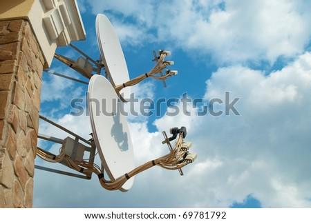 Tv aerial stock images royalty free images vectors - Antena satelite interior ...