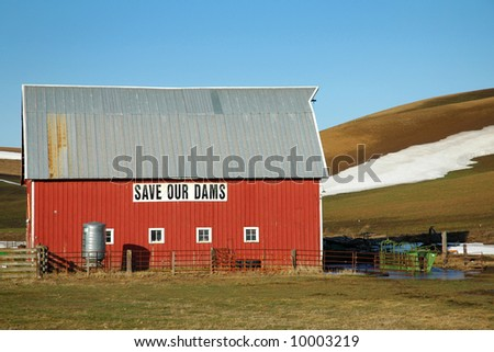 Save Our Dams, message on a Barn in the pacific northwest