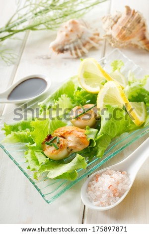 scallop with green salad