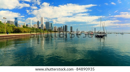 Scenic view of the downtown Chicago skyline along Lake Michigan and Grant Park.