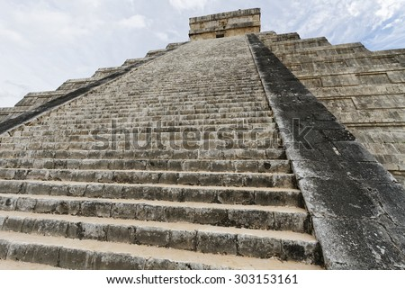 Scenic views of Chichen Itza Maya ruins on Yukatan Peninsula, Mexico.