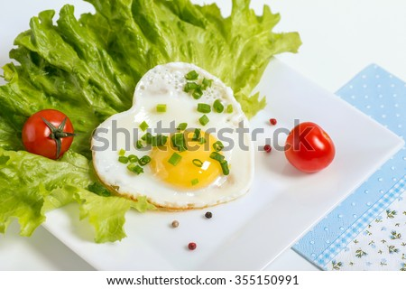 Scrambled eggs served with lettuce and tomato - stock photo