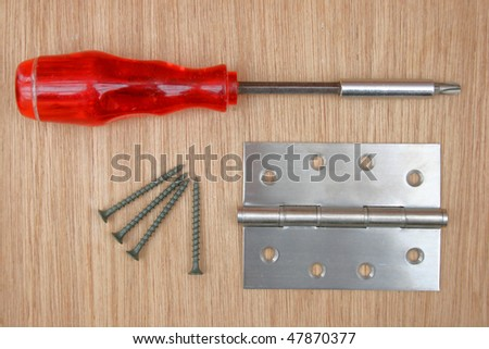 Screws, screwdriver and steel hinge.