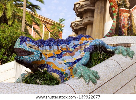 Sculpture dragon salamandra antoni gaudi mosaic stock for Salamandra barcelona