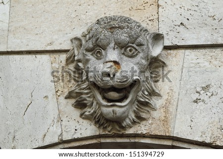 Sculpture of lion head/Stone Lion in Crimea