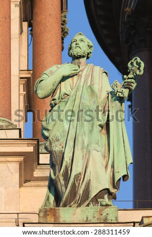 Sculpture of The Apostle Peter with an key by sculptor Ivan Petrovich Vitali (1794-1855), on the Isaac cathedral, St Petersburg - stock photo