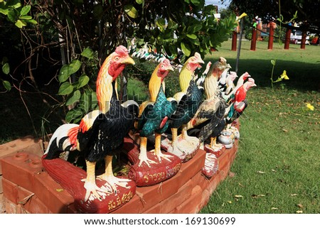 Sculptures chicken.