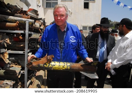 SDEROT,ISR - MAY 13 2008:Academy Award-winning actor Jonathan Voight visit to Sderot.The non-Jewish actor and the father of actress Angelina Jolie is a proud friend of Israel and of the Jewish people. - stock photo