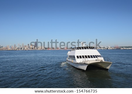 Seattle Water Taxi, Alki Beach. A Seattle water taxi departing Alki Beach for a trip across Elliott Bay to downtown Seattle. Washington State, USA. - stock photo