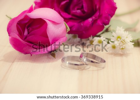 Select Focus on Rose. Engage Ring put near Red roses on wood background