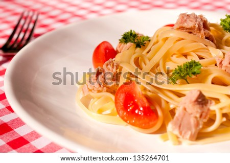 Selective focus in the middle of spaghetti in plate