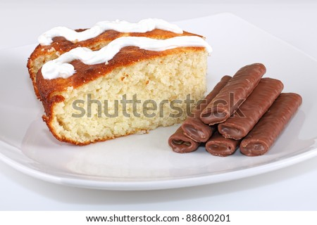 Semolina cake and fine chocolate biscuits