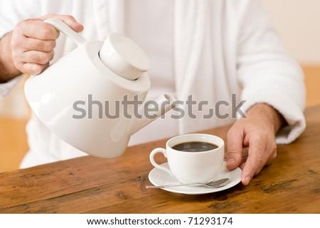 Пятна от чая на свитере