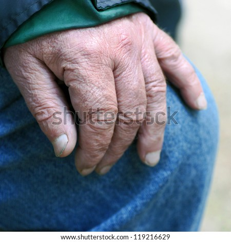 senior woman�´s hand leaning on knee in resting situation.