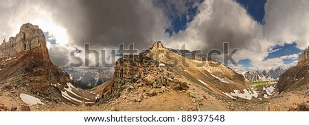 Sentinel Pass, Near Lake Louise, Banff National Park, Alberta, Canada 360 View, Mount Temple (center), Pinnacle Mountain (left) Start Point for hiking up Mount Temple Paradise Valley & Larch Valley - stock photo