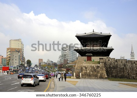 SEOUL, SOUTH KOREA-NOVEMBER 10: Seoul Dongdaemun gate (Heunginjimun) was the east gate of the capital city of Seoul and was built in 1398. November 10, 2015 Seoul, South Korea