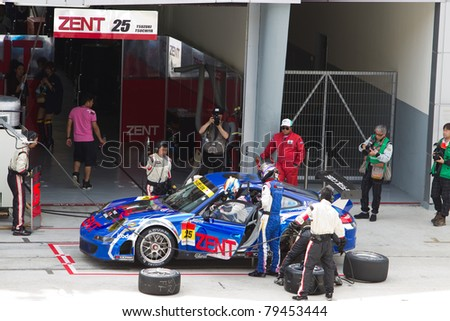 SEPANG, MALAYSIA - JUNE 18: Samurai team Tsuchiya in their Porsche 911 changing drivers and tires during qualifying at Super GT International series June 18, 2011 in Sepang, Malaysia - stock photo