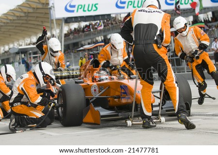 SEPANG, MALAYSIA - NOVEMBER 23 : A1 Team Netherlands changing tyres at pitstop at A1GP World Cup of Motorsport in Sepang, Malaysia November 23, 2008. - stock photo