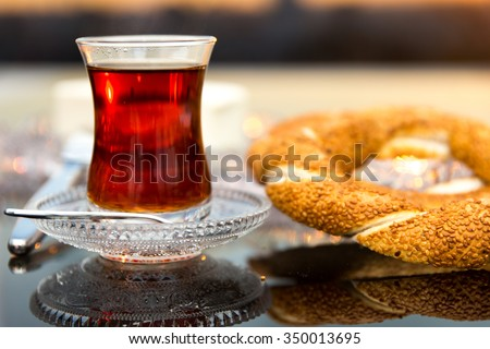Sesame ring with butter and tea