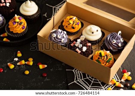 festive halloween cupcakes