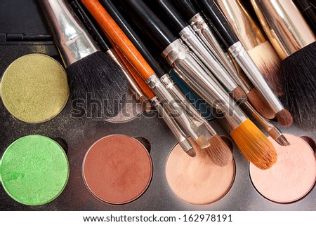 set of professional brushes with the Pallette of shadows