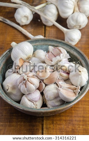 Several raw garlic
