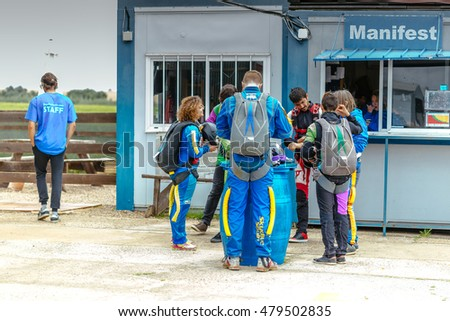 Skydiving Stock Photos, Royalty-Free Images & Vectors ...