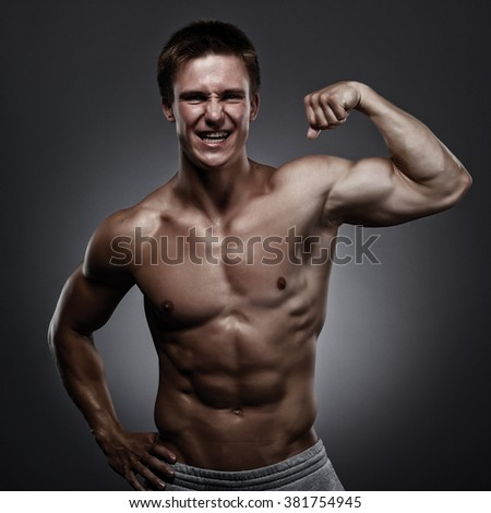 Sexy bodybuilding man