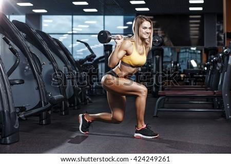 sexy-female-body-builders-squatting