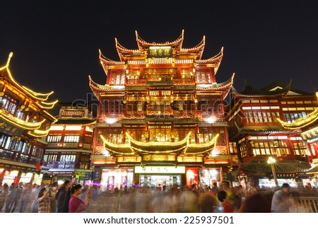 Shanghai - October 4 :shanghai's famous traditional architecture of yuyuan garden ,on October 4, 2014 in Shanghai, China. Here are the  Shanghai traditional shopping area . - stock photo
