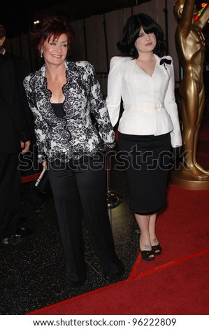 SHARON OSBOURNE & daughter KELLY OSBOURNE at the 2005 World Music Awards at the Kodak Theatre, Hollywood, CA. August 31, 2005  Los Angeles, CA.  2005 Paul Smith / Featureflash