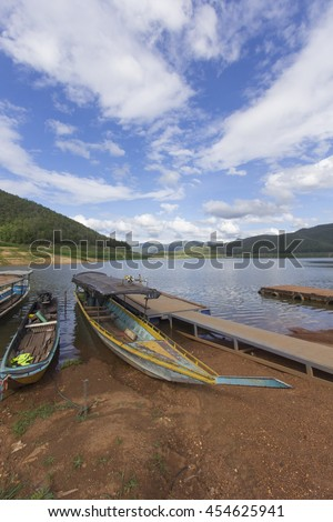 Ship with wood Pontoon boat, Mae Ngad Dam and Reservoir in Mae Taeng