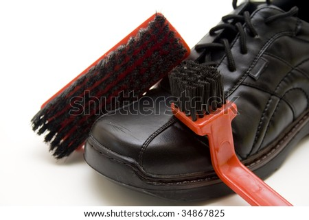 Shoe with brush