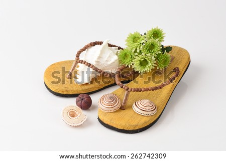 Shoes, cotton and wood from natural raw materials.
