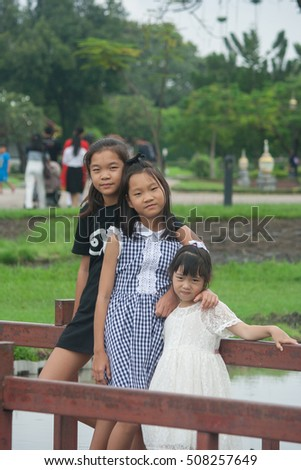 Shoot portrait of Asian woman and children in public park outdoor.