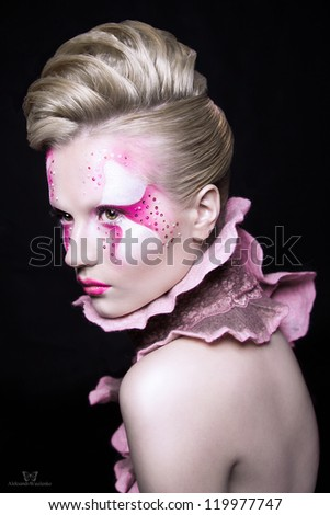 Shooting Beauty blonde in a pink make-up