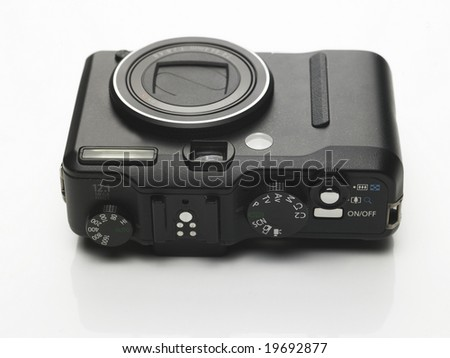 Short handy digital camera