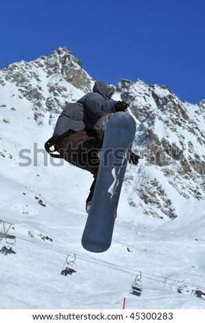 showing off a good body position on a snowboard