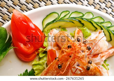 Shrimp appetizer with vegetable