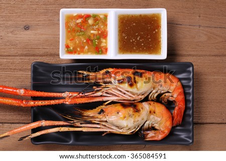 Shrimp grilled with dipping spicy sour sauce dipping.