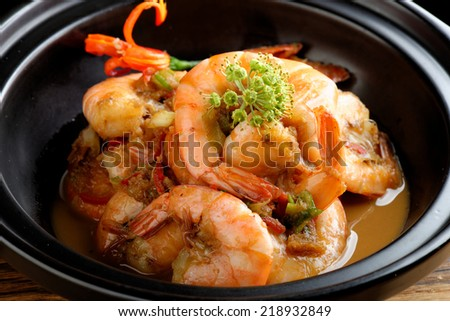 Shrimps in Singapore style spicy sauce - stock photo