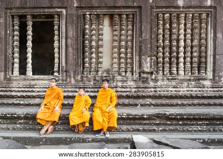 SIEM REAP, CAMBODIA -JAN 31 : Angkor Wat young buddhist monk. Famous landmark, place of worship and popular tourist travel destination in Asia. On January 31, 2015 in Siem Reap,Cambodia.