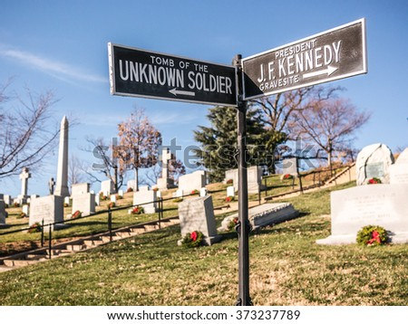 Signals to visit the most important graves in the Arlington cemetery.