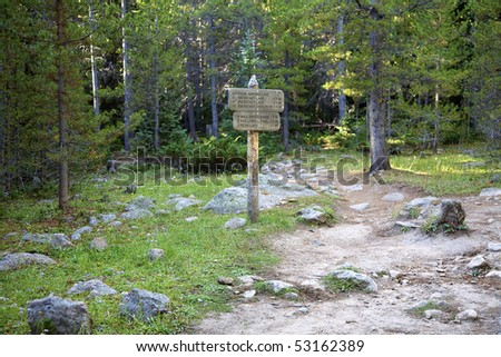 Signpost along the trail to Bierstadt Lake, Rocky Mountain National Park, Estes Park, Colorado, United States. - stock photo